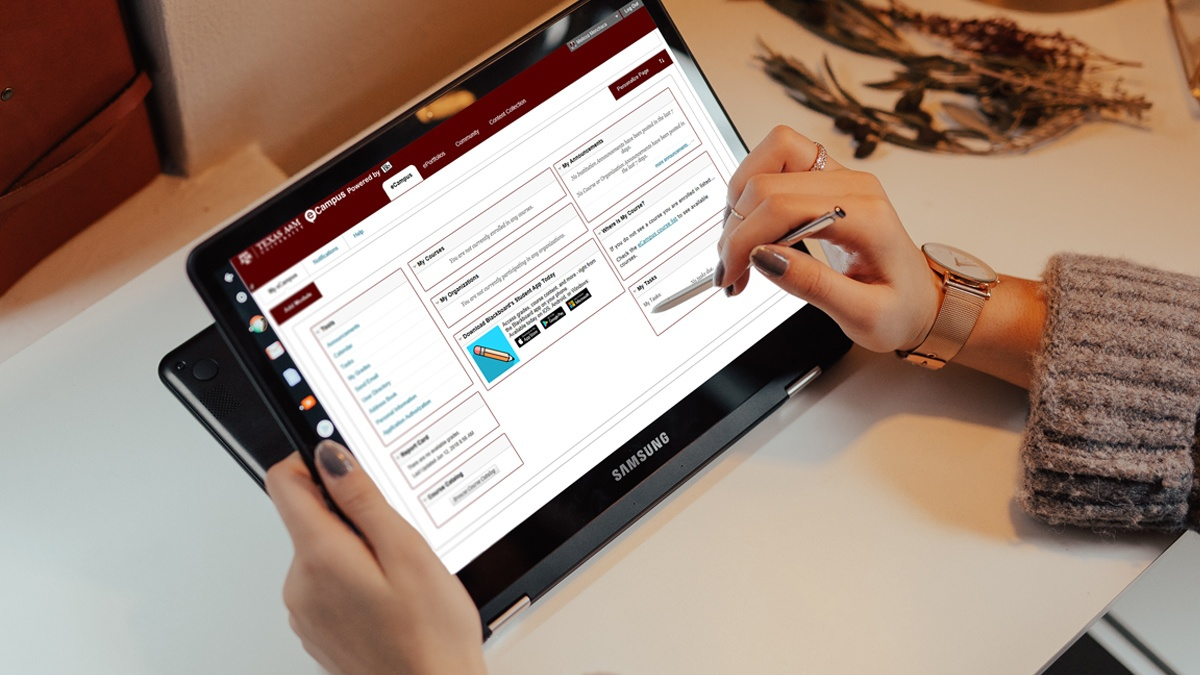 An Aggie looks up her assignments through eCampus on her tablet.